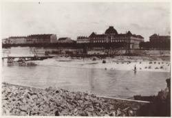 [Construction du nouveau pont des Facultés, en août 1901]