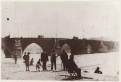 [Pêcheurs devant l'ancien pont de la Guillotière]