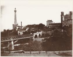 """[Loyasse, la basilique de Fourvière, la tour métallique, l'usine à vapeur de Fourvière pour la """"Ficelle"""", et le viaduc du tramway du cimetière]"""