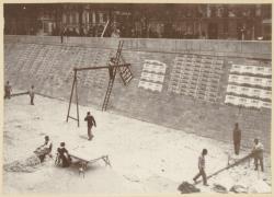 [Sur les quais du Rhône, avant les municipales, au début du XXe siècle]
