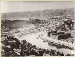 [Vue panoramique de Lyon prise depuis la colline de Fourvière]
