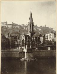 [La Passerelle Saint-Georges et l'église Saint-Georges]