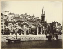 [L'Eglise Saint-Georges vue depuis la rive gauche de la Saône]