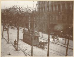 [L'Avenue de Saxe : un tramway à chevaux]