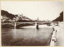 [Le Pont d'Ainay terminé, sur la Saône, en 1900]