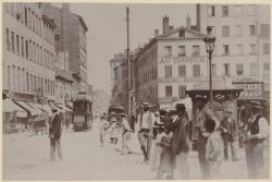 [La place de la Croix-Rousse et le tramway de la compagnie de Caluire, au début du XXe siècle]