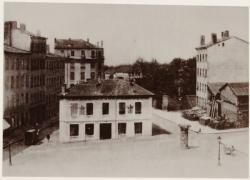 [La Caserne des pompiers, rue Claude-Joseph Bonnet, à la Croix-Rousse, au début du XXe siècle]