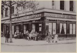 [Le Café du Grand-Orient E. Levrat, au 161 boulevard de la Croix-Rousse, vers 1900]