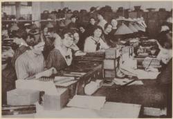 [Les Abattoirs et marché aux bestiaux de la Mouche, à Gerland, transformés en usine d'armement en 1914]