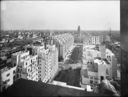 [L'Avenue Henri-Barbusse et les Gratte-Ciel de Villeurbanne vus depuis l'une des tours de 19 étages]