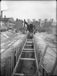 [Construction de l'égout, rue Anatole-France, à Villeurbanne : la fouille]