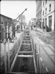 [Construction de l'égout rue Anatole-France, à Villeurbanne : coulage de l'égout]