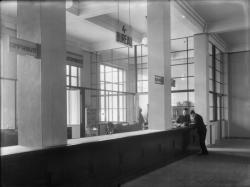 [L'Hôtel de ville de Villeurbanne : le 4e bureau au rez-de-chaussée (bureau des écoles)]