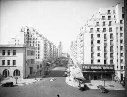 [L'Avenue Henri-Barbusse et les Gratte-Ciel vus depuis l'hôtel de ville de Villeurbanne]