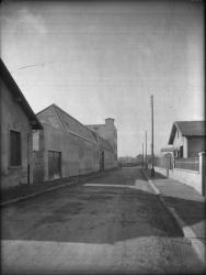 [La Rue François-Raspail à Villeurbanne après les travaux de voirie et d'assainissement de 1933]