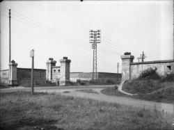 [Les Fortifications déclassées de la rive gauche du Rhône : la porte du chemin vicinal ordinaire n°10 de la commune de Villeurbanne, dit chemin de Bron]