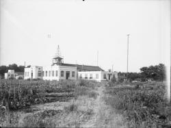 [Station de la Doua, relais radiotélégraphique et radiotéléphonique : vue extérieure]