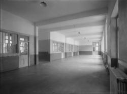 [Pensionnat de Chamagnieu : couloir ou préau couvert]