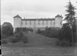 [Pensionnat de Chamagnieu : la façade nord-ouest du château]