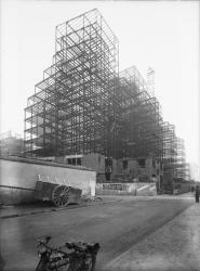 [Montage de la charpente des Gratte-Ciel de Villeurbanne en janvier 1932]