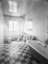 [Intérieur d'un appartement des Gratte-Ciel à Villeurbanne : la salle de bains]