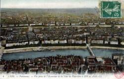 Lyon : Panorama ; Vue prise de l'Ascenseur de la Tour de Fourvière à 376 m. d'alt.