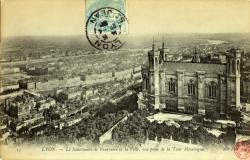 Lyon : Le Sanctuaire de Fourvière et la Ville ; vue prise de la Tour Métallique.