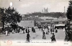 Lyon : L'Entrée du Pont du Palais et le Coteau de Fourvière.