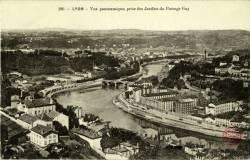 Lyon : Vue panoramique, prise des Jardins du Passage Gay