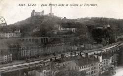 Lyon : Quai Pierre Scize et colline de Fourvière.