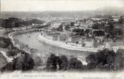 Lyon : Panorama pris du Restaurant Gay ; Observatoire et Restaurant Gay ; Lyon Fourvière.