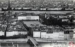 Lyon : Place Bellecour ; Vue prise de Fourvière.