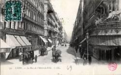 Lyon : La Rue de l'Hôtel de Ville.