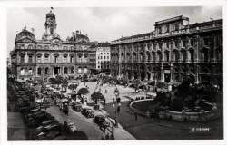 Lyon : Place des Terreaux ; Hôtel de ville ; Palais des Arts et Fontaine Bartholdi.