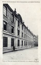 École des Sciences et Arts Industriels LA MARTINIERE : Façade de l'École des Sciences et Arts Industriels sur la Place de la Martinière.