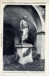 Ecole des Sciences et Arts Industriels La Martinière ; Statue du Général Claude Martin, Fondateur de la Martinière (par Foyatier)