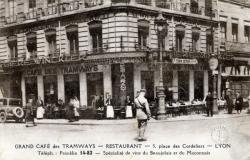 Grand Café des Tramways ; Restaurant ; 5, place des Cordeliers, Lyon ; Téléph. : Franklin 14-83 ; Spécialité de vins du Beaujolais et du Maconnais.