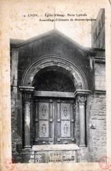 Lyon : Église d'Ainay ; Porte latérale ; Assemblage d'éléments de diverses époques.