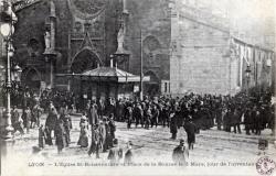 Lyon : L'Église St Bonaventure et Place de la Bourse le 3 mars, jour de l'inventaire.