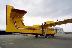 [Aéroport de Lyon-Bron : le canadair modèle CL-415]