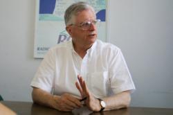 [Le Père Emmanuel Payen, directeur de Radios Chrétiennes en France (RCF)]