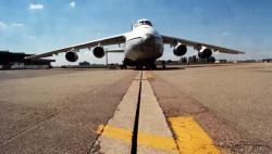 [Un avion russe Antonov 124 sur le tarmac de l'aéroport Saint-Exupéry]