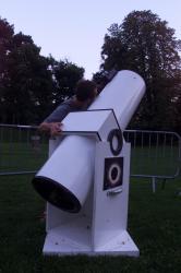 """[Préparatifs de """"La Nuit des étoiles"""" au parc de la Serisaie]"""