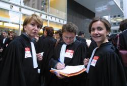 [Grève des avocats du barreau de Lyon devant le Palais de justice]
