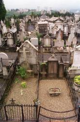 [Cimetière de Loyasse : vue générale sur les sépultures]