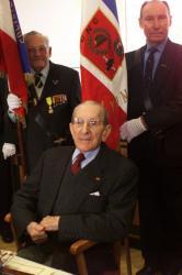 [Remise de la médaille d'argent de l'ONAC à Henri Drut, ancien combattant de la Grande Guerre]