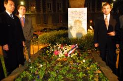 [Cérémonie pour le centenaire du Parti radical-valoisien autour de la stèle d'Edouard Herriot, square de Jussieu]