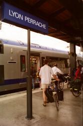 [Trains express régionaux en gare de Lyon-Perrache]