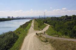 [Promenade en bordure du canal de Jonage à Vaulx-en-Velin]