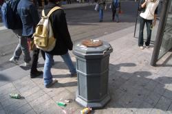 [Réactivation du plan Vigipirate en région Rhône-Alpes : fermeture des poubelles publiques]